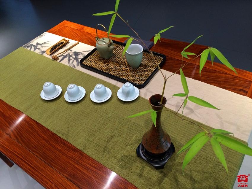 以茶席为天地,研习《茶席设计与插花艺术》,提升茶事审美.